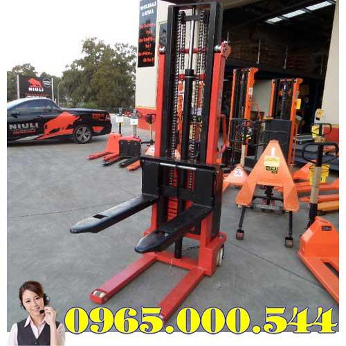 Xe nâng bán tự động 1.5 tấn 3m